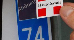 Plaque d'immatriculation – Autocollant de personnalisation interdit